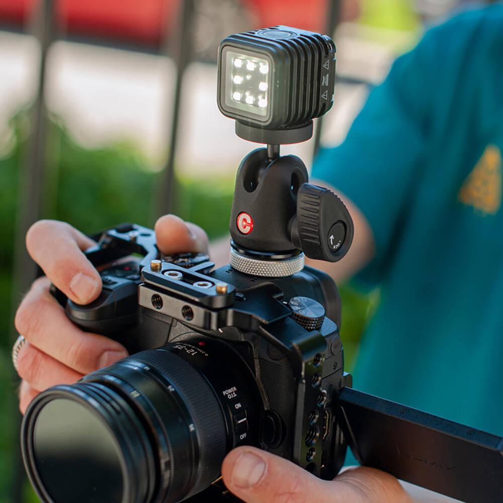 Caruba biedt een ruim assortiment aan foto- en videoaccessoires.